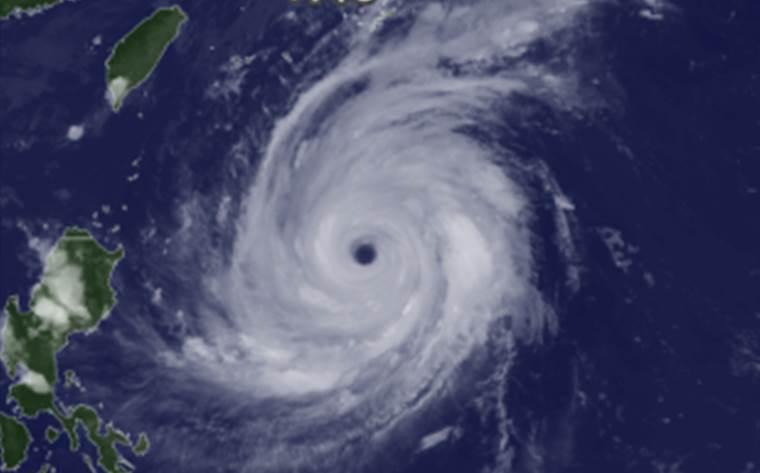 台風の目の意味は大きさは?台風の目に入る晴れて無風・静かになる ...